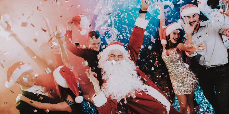 joulupukki tanssii yrityksen pikkujouluissa